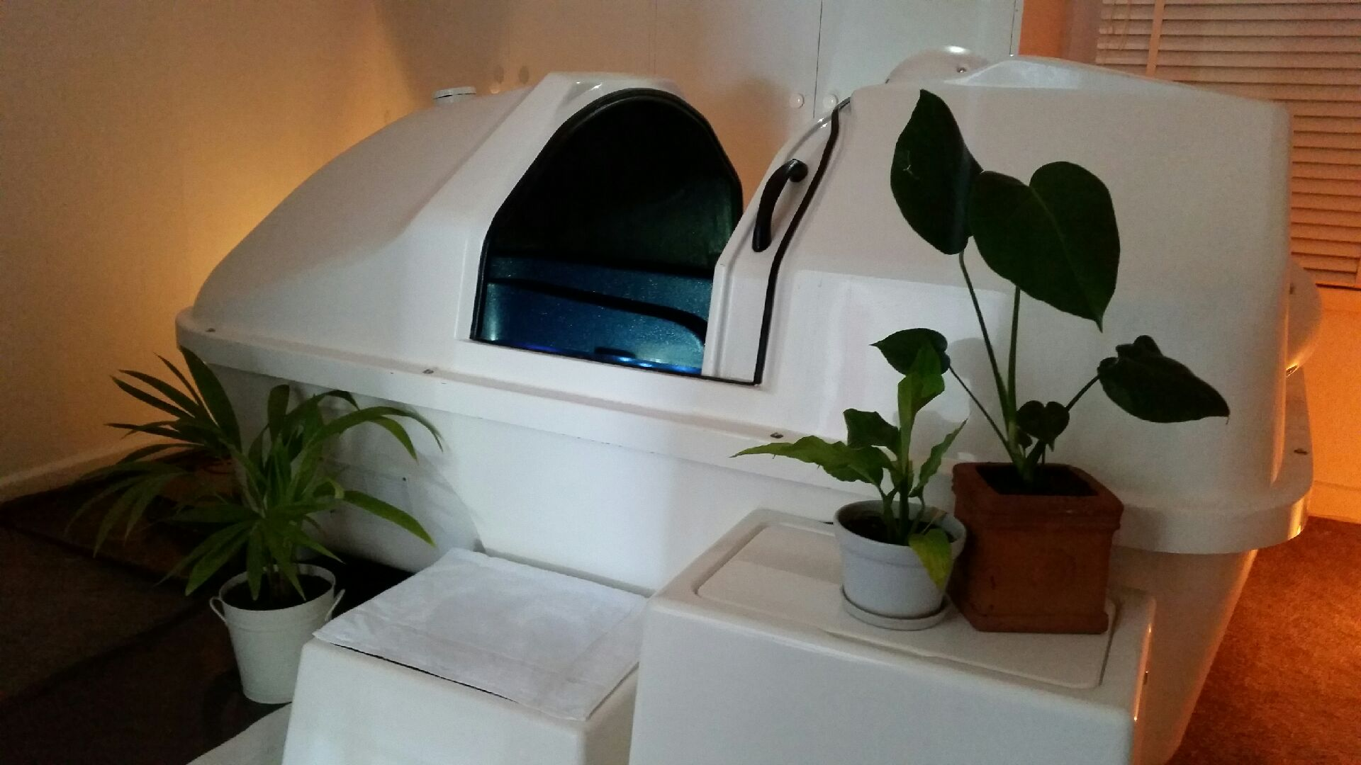 Salt Lamps Ballarat : Where to Float in Australia - Isolation Tank Locations